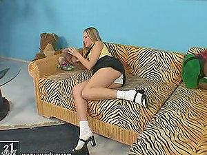 Liz Honey the hot solo damsel finger fucks her hot vagina
