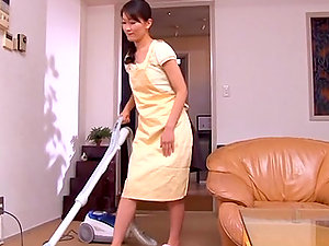 Housewife Miku Stops Her Chores So She Can Suck A Dick