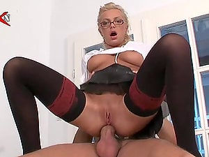 Assistant Jennifer Love Oral jobs and Fucks Her Manager with Her Arse
