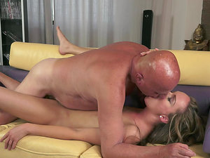 Legendary Old Fart Banging a Hot Nymph's Cunt