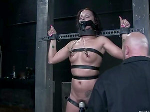 Spider gag makes her gasp from her own salavia