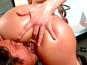 Honey With Big Boobies Shows Stud How It´s Done