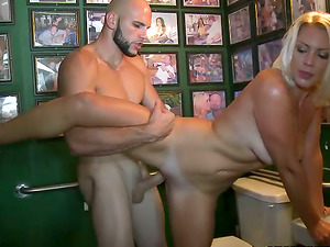 Sexy blonde gets her vulva munched and slammed in the garage