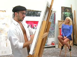 Blonde dame poses naked for a painter and gets fucked