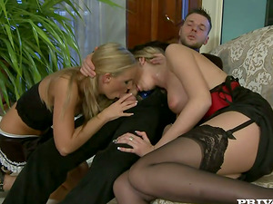 Luxury threesome sexy with two sexy blondie vixens