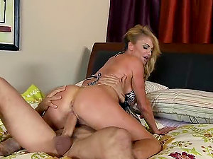 The Daily Routine and Gonzo Lovemaking of Brit Cougar Taylor Wane