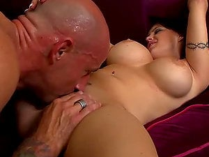 Giant Tits Bj Whore Jenna Presley Searching For A Pipe