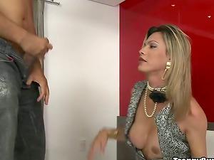 Leticia Yanoviti Wanks Off Her Tranny Penis Getting Fucked