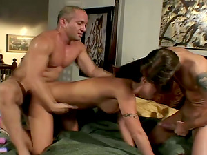 Horny Ariana Jollee Gets Fucked Hard Her Asshole In Threesome Hump