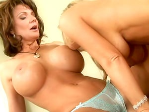 These curvy cougars are luving a solid session of hot girl/girl hump for this vid