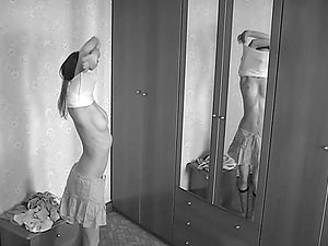 Dark-haired Chick Switching Her Clothes in Hidden Camera Hidden cam Vid
