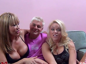 Two jummy and charming hump dolls are in a hot threesome
