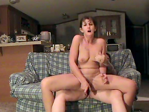 Horny mummy rails her hubby's dick in a homemade scene