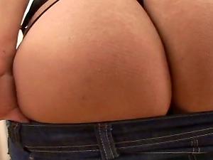 Girl/girl Cougars fucktoy their vulvas with a dual dong
