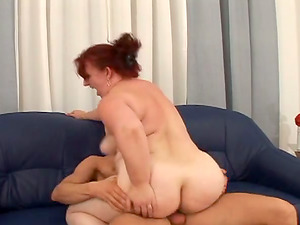 Sandy-haired mature woman rails a dick and gives a handjob
