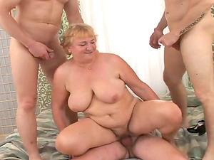Fat mature woman has wild fucky-fucky with three guys