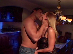Lauren Phoenix is So Sexy! She has a nice Fuck Session in the Dark!