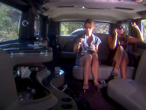 Carmen Hart and Ryder Skye, Supah Hot Cougars Girly-girl Fucking in the Backseat!