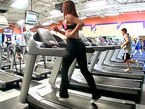 Stunner Flashes Her Hot Bum While Working Out at the Gym