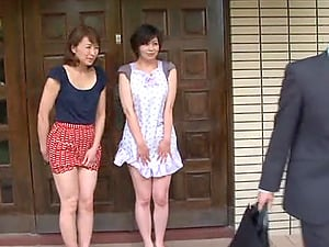 Japanese housewife gets her labia finger-tickled and fucked deep