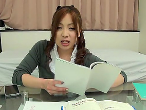Whorey Japanese office dame shows her cock-sucking abilities