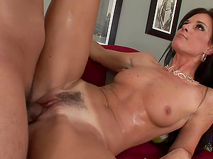 India Summer the hot Mummy gets banged by a junior dude