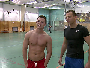 Fag Public Hump as Two Guys Fuck at the Gym