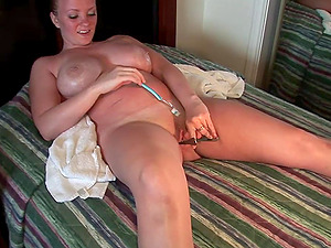 Xxx solo clip of curvy blonde stuffing her cunt with many things