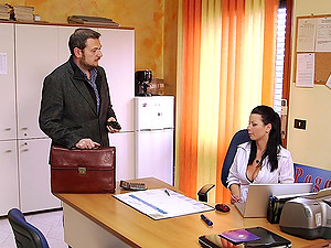 Klaudia Hot is fucked by a delivery boy in her office