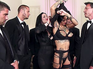 Bonnie Rotten and Veronica Avluv please many boys in a gang-bang vid