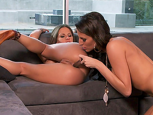 Enchanting Lezzie With Faux Tits Getting The Pleasure Of Fucktoys