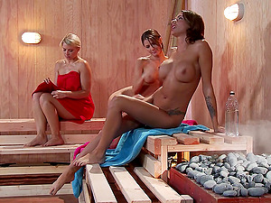 Hot sauna vulva eating and finger-tickling with three nasty hot culo lezzies