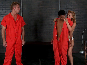Hot Investigator Fuck Two Hot Dicks In The Cell