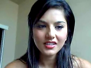 Sunny Leone fucktoys her smoothly-shaven cunt in front of a webcam