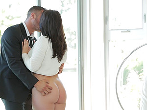 Hot Donk Dark haired Gives An Amazing Oral pleasure And Gets Fucked