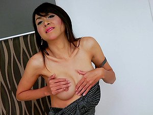 Skinny Shemale Wanks Till She Cums On Her Sexy Hip