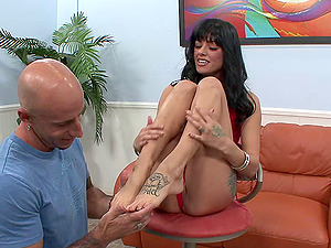 Foot worship Dark haired Gets Her Trimmed Beaver Gobbled And Drilled