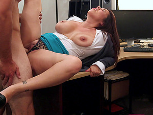 Hot Cougar Gives Gonzo Blowage For Some Cash