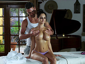 Curvy tattooed brown-haired with big tits getting her snatch finger-tickled in close up shoot