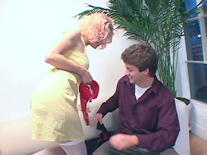 Rosy permits a dude to eat her toes in foot worship flick