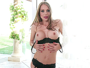 Glamour long-haired stunner Shawna Lenee frigs her smoothly-shaven labia