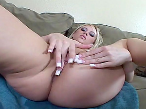 Sexy, hot women fingerblasting and squirting as they jizz