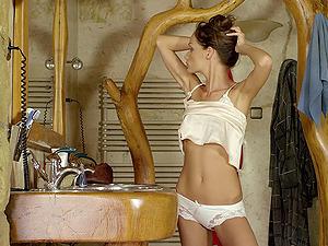 Hot stunner loves finger fucking her skinny cunt in erotic porno