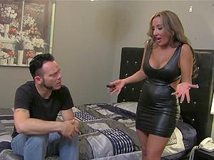 Randy chick loves hard-core twat fucking after providing fellatio