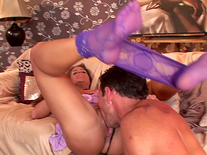 Bodacious stunner Cathy Heaven makes his pantyhose fantasies come true
