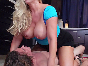 Housewife invites him to love her labia for dessert