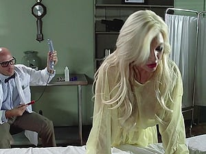 A medic has a threesome with a nurse and a sexy patient