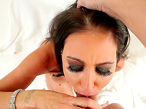 She does a 69 with a fellow and takes his geyser on her face