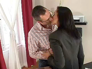 Pantyhose wearing Cougar needs to be pleasured and made to orgasm