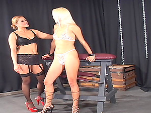A mistress ties her g/g gimp down and fucks her with a machine